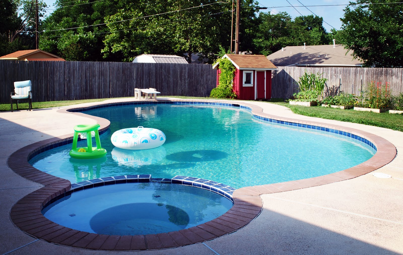 Astonishing small inground pools to complete your for Large swimming pool designs
