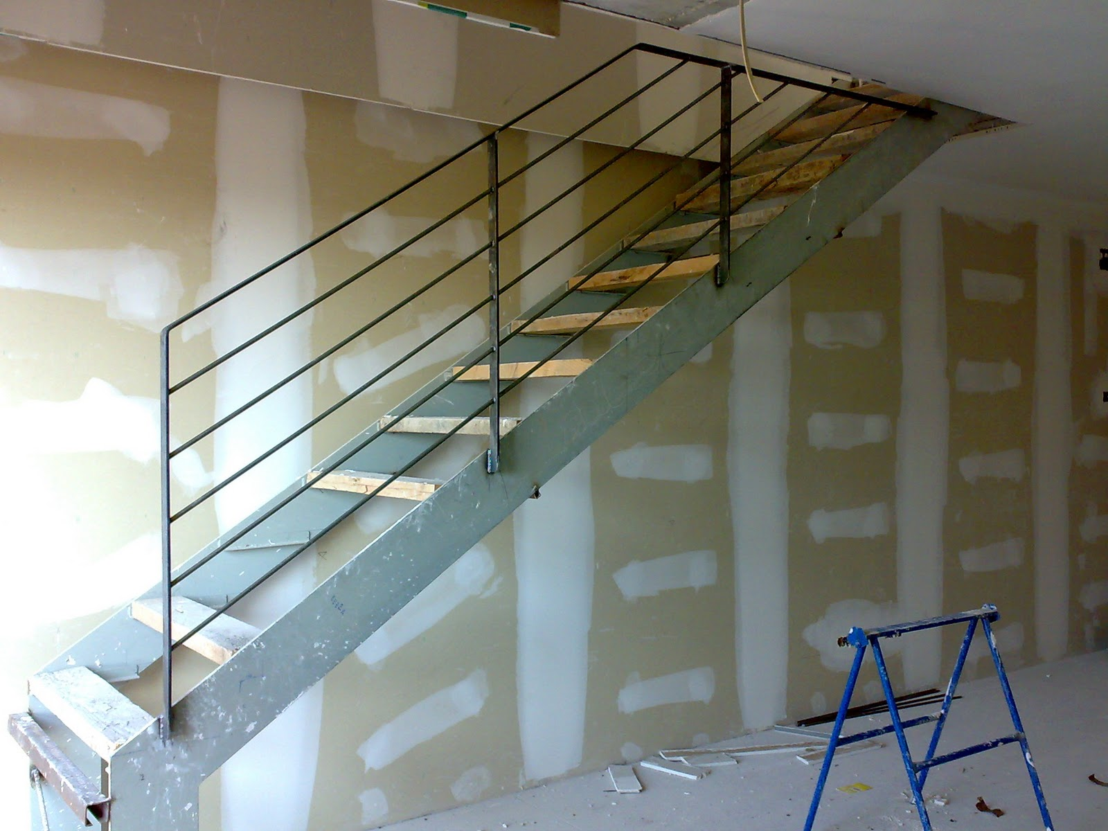 Cerrajer a soldado escaleras - Escaleras para duplex ...