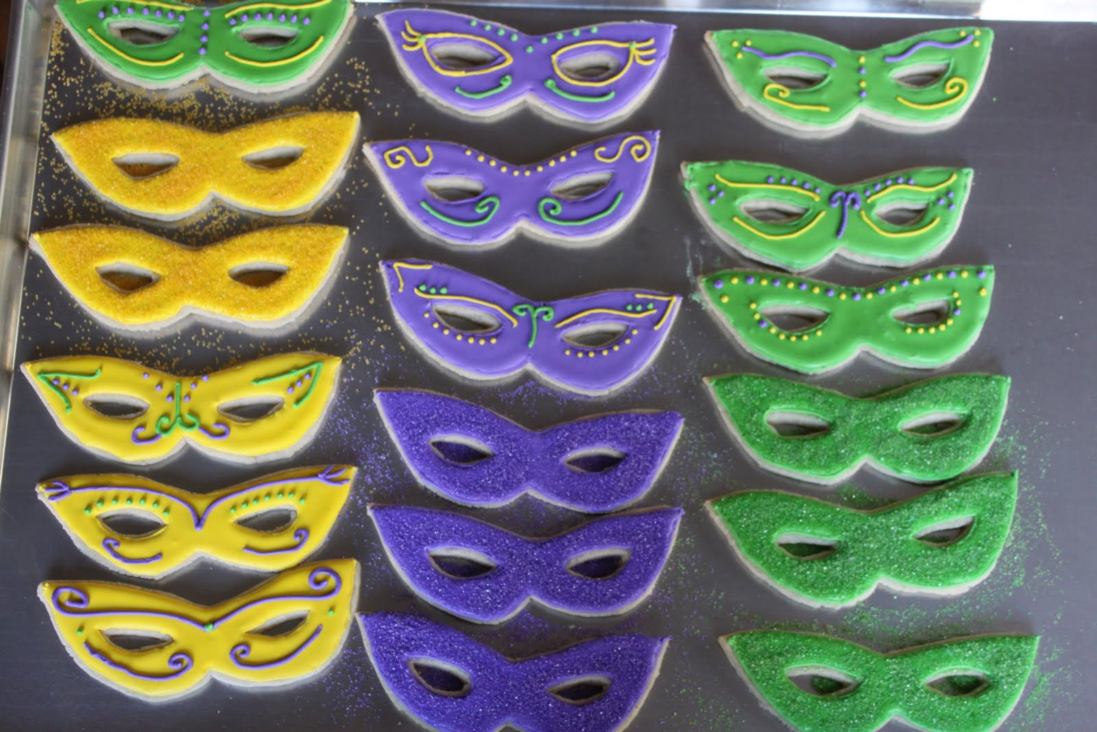 Crave. Indulge. Satisfy.: Mardi Gras Mask Cookies