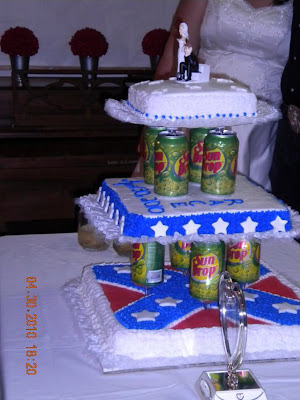 Cake Wrecks My Redneck Wedding Anyone Posted by Casandra at 553 PM