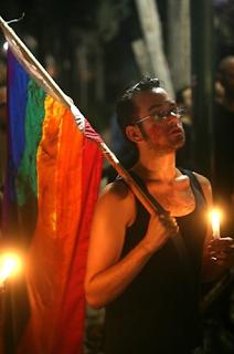... aperto da oltre 15 anni che offre accoglienza a giovani gay e lesbiche.