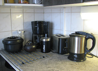 Tummempi nurkkaus keittiössä