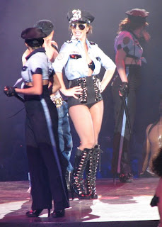Britney, poliisit