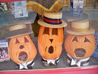 Halloween pumpkins by flickr user Loren Javier