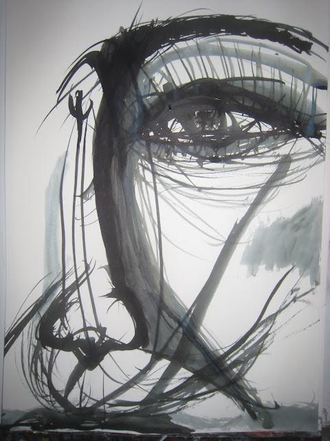 Ojo en primer plano y en blanco y negro, media cara de mujer