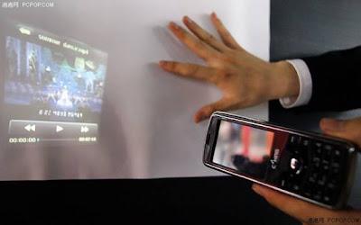 Supercelulares agora têm projetor de filmes embutido