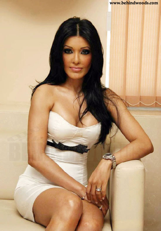 Bollywood Actress Koena Mitra Photo