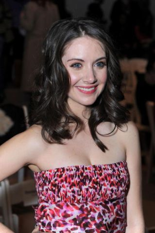 Alison Brie Fashionable Hairstyles 13
