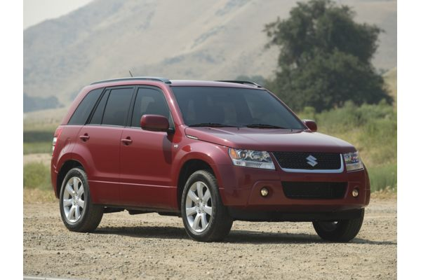 When it comes to fuel economy, the Grand Vitara gets 17 -19 mpg in  title=