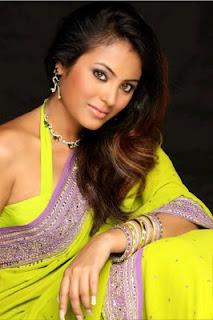 <br />Tamil Meenakshi Sexy Stills