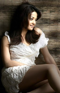 Cute Actress Surveen Chawla