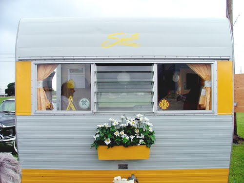 DecRenew Interiors Blog: Vintage Camper Decor