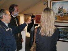 Julio en Autoclasica 2007, contandole a sus amigos sobre sus nuevas pinturas