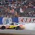 EL NASCAR SE DESPIDIO A PURO TROMPO