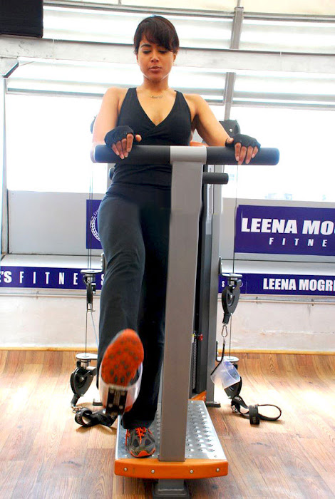 sameera reddy in gym actress pics
