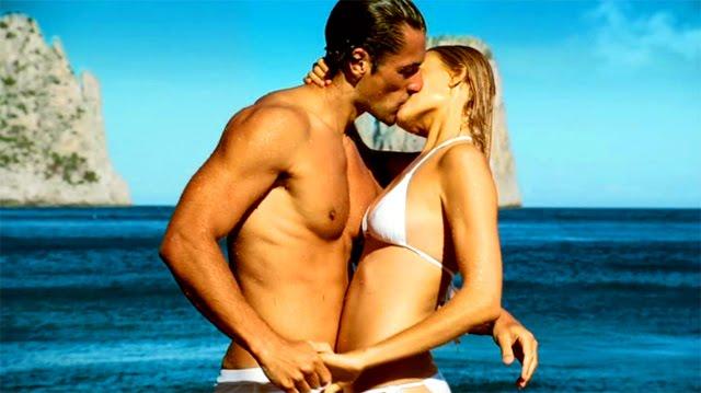 David Gandy y Anna Jadogzinska en el anuncio del perfume Dolce Gabbana Light Blue 2010