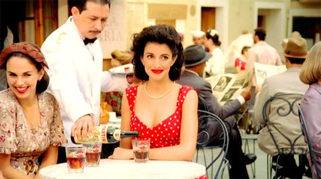 Noelia López en el anuncio Coca-cola & Martini El secreto del Chispazo
