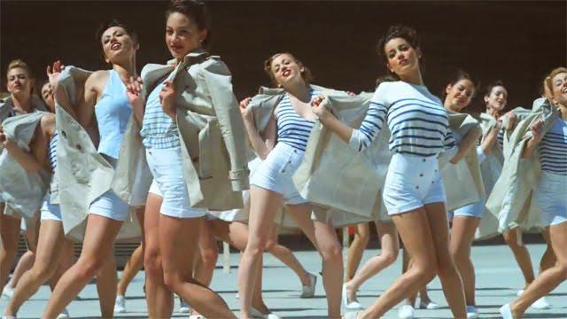Chicas bailando claqué en el anuncio Evax Adapt 2010