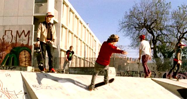 Skaters en acción en el anuncio del Seat Ibiza