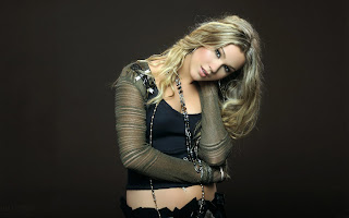 Joss Stone in Black Wallpaper