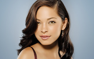 Kristin Kreuk Closed-Up Wallpaper