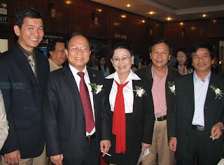 Bộ trưởng Bộ VHTT&DL Hoàng Tuấn Anh và ông Trần Quang Nhất nguyên GĐ Sở VHTT&DL Phú Yên tại Hội nghị xúc tiến du lịch miền Trung