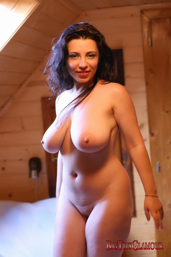 фигуристые голые дамы фото