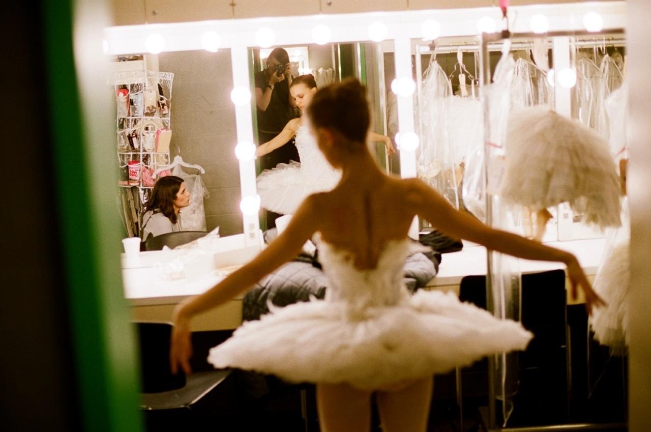 http://1.bp.blogspot.com/_wVIghv426_I/TUcoS7hhnpI/AAAAAAAAARs/NyvJGlBBSBY/s1600/Black-Swan-natalie-portman-17686452-1280-849.jpg