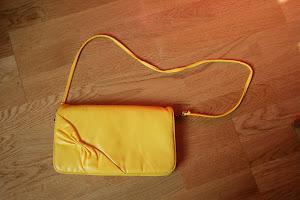 Kycklinggul handväska