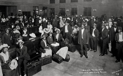 harlem renaissance the great migration essay The harlem renaissance marks its beginning with the 'great migration': the migration of african americans from the depressed, rural and southern areas to more industrialized, urban areas in the 1920's.