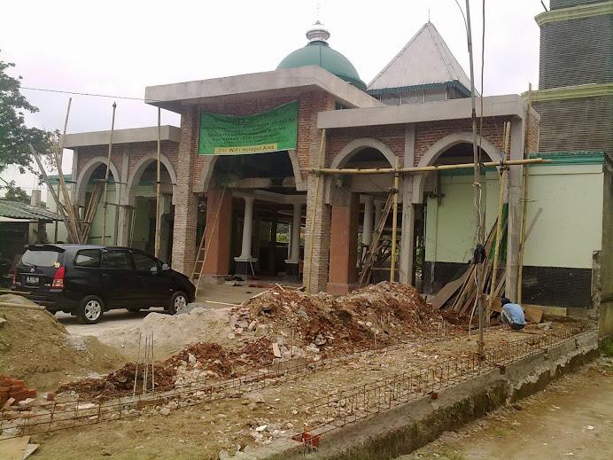 Depan Masjid HM.Zein Syukur