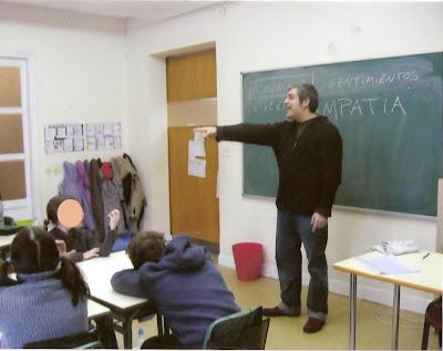 Taller infantil de pintura en el colegio Las Naciones de Madrid impartido por Juan Sánchez Sotelo profesor de la Academia de dibujo y pintura Artistas6 de Madrid. Cursos y clases para aprender a pintar.