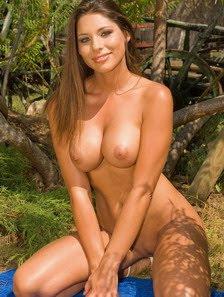 Zafira Nude
