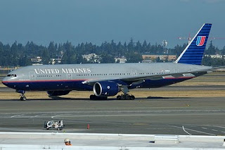 United Airlines 777 N216UA