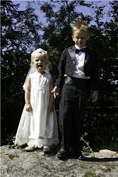 Mina äldsta som brudnäbbar vid vårt bröllop 1/8-2009
