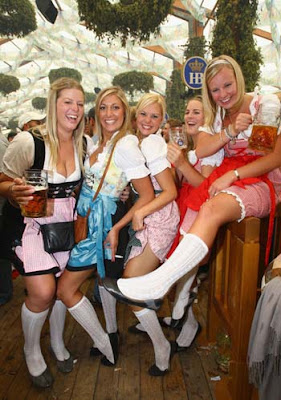 Oktoberfest girls
