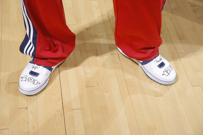 [on+court+25.01.09+lebron+shoe2.jpg]