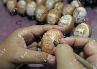 Amazing Players Carves on Eggs by Chinese Artist Seen On  www.coolpicturegallery.net