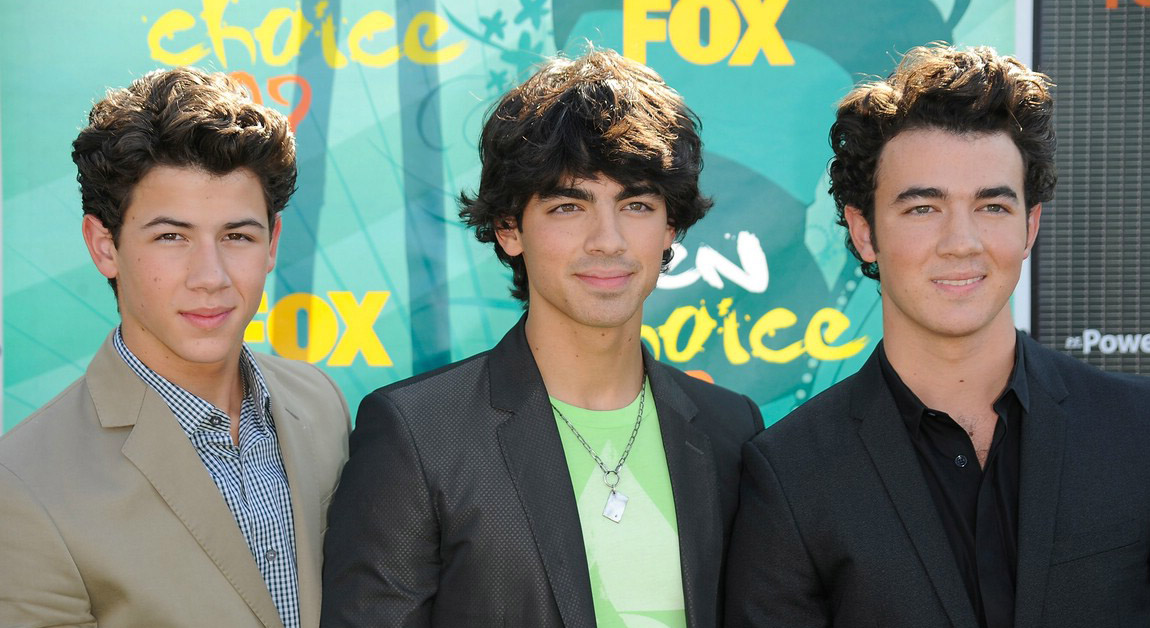 [jonas-brothers-tca-awards-06.jpg]