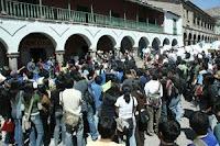 Población descontenta con la huelga de docentes de la Universidad Nacional San Cristóbal de Huamanga - Ayacucho