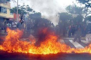 Enfurecidos. Sindicalistas quemaron llantas