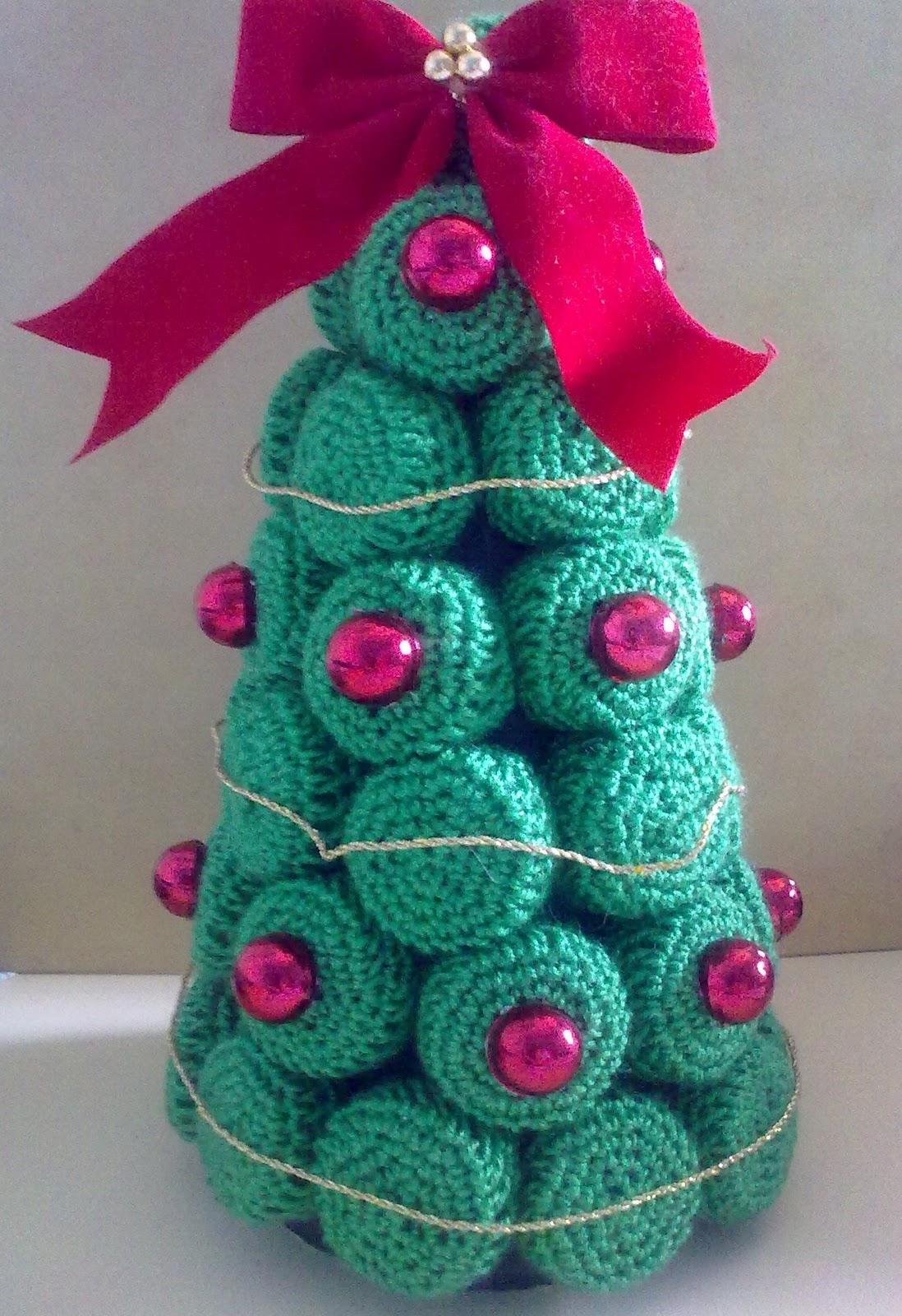 Penelope glamour arbol de mesa de navidad al crochet for Adornos navidenos tejidos a crochet 2016