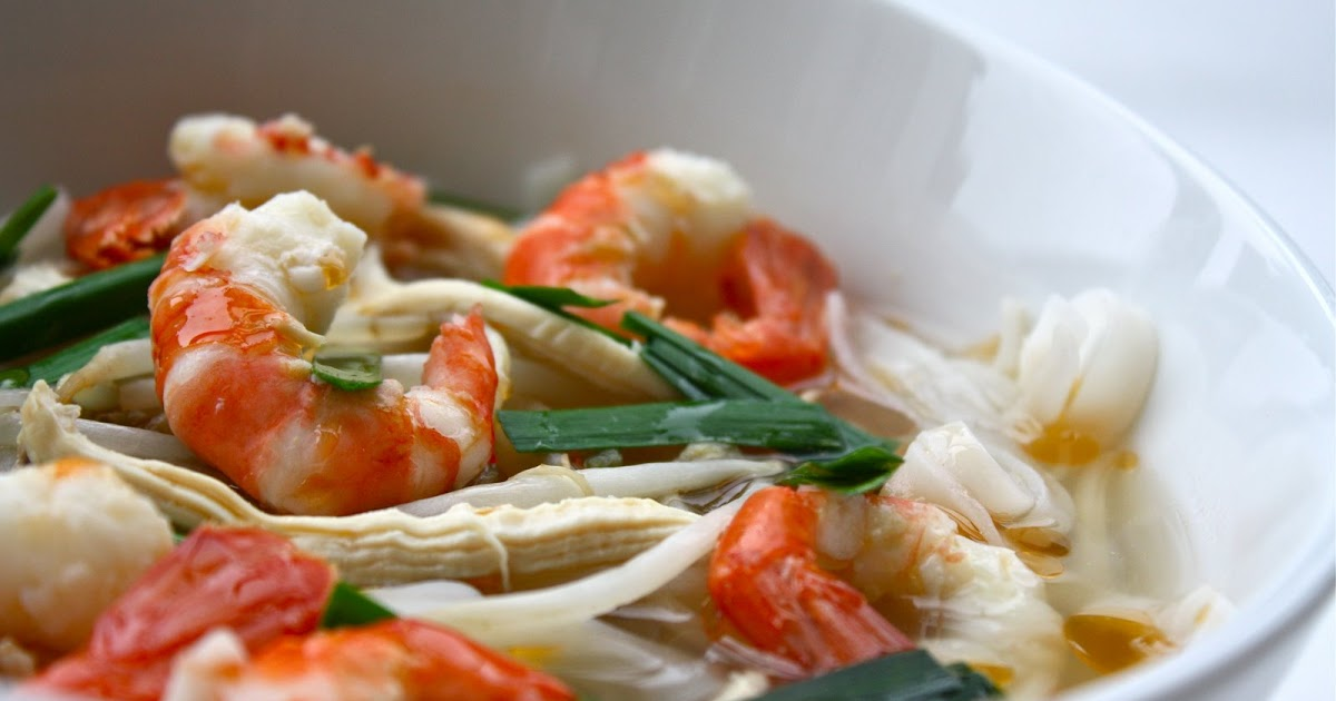 Seasaltwithfood: Rice Noodle With Chicken And Prawn Broth