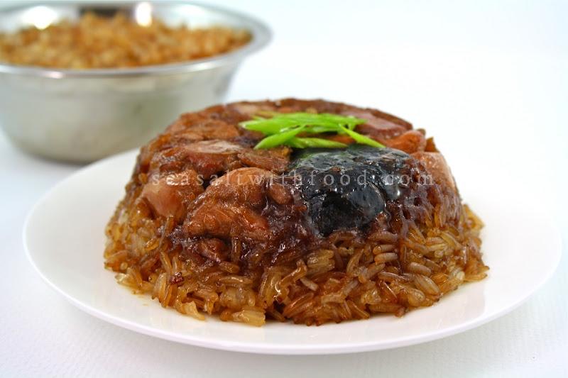 steamed glutinous rice with chicken {lo mai gai/kai}