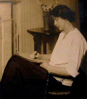 a review of susan glaspells play trifles Susan glaspell's play, trifles, was written in 1916, and reflects the author's preoccupation with culture-bound notions of gender and sex roles.