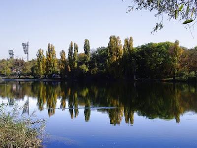 Пруд на речке Славянка в районе Радиорынка
