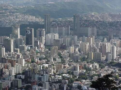 De  Caracas?!