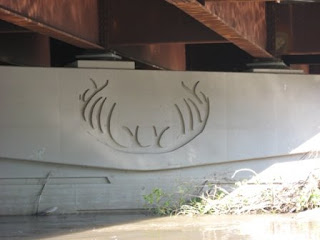 Antler impression in the bridge
