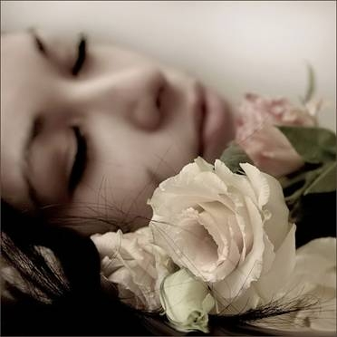 http://1.bp.blogspot.com/_wtCQYU4sYow/Saf4E5ic9cI/AAAAAAAADOA/-0r3XtpsJes/s1600/diadelamujer+mujer+enamorada+amor+fantasia+rostro+cara+sue%C3%B1o+fantasia+rosablanca+so%C3%B1ar.jpg