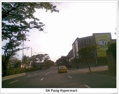 SM Pasig Hypermart, road